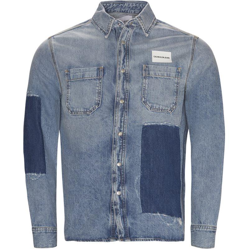 Calvin klein jeans regular fit 8213 911 patched utility skjorter denim fra calvin klein jeans fra axel.dk