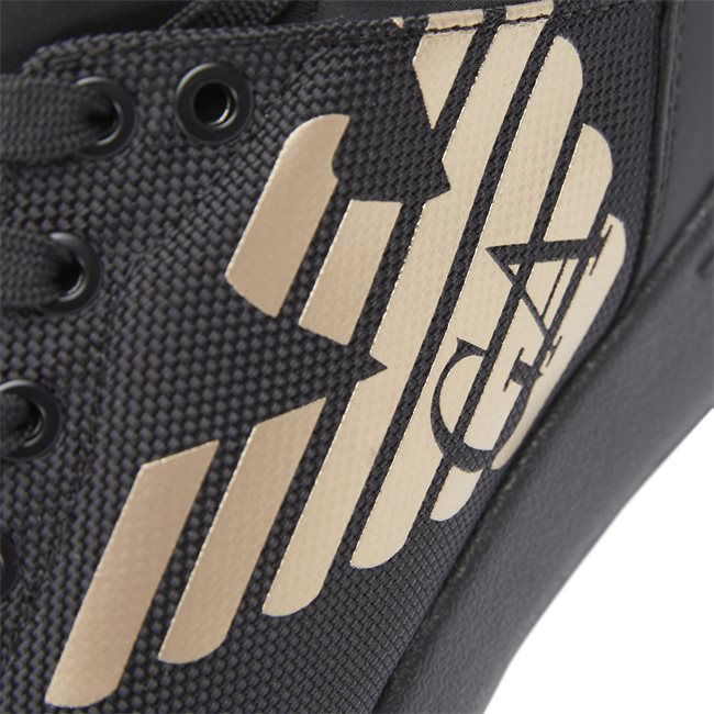 XK008 Sneakers