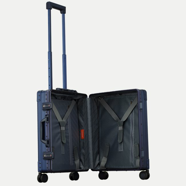 INTERNATIONAL CARRY-ON 21""